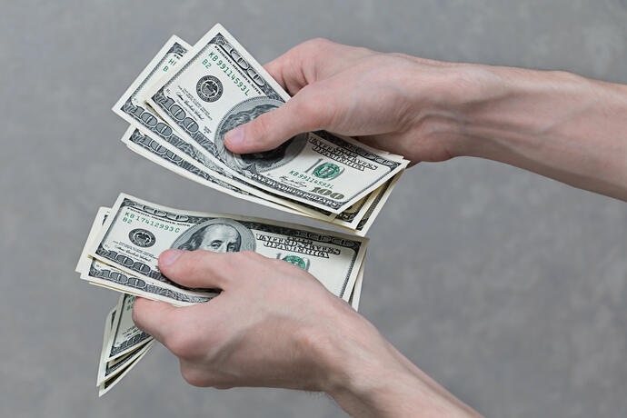 a-man-with-money-in-his-hands-S8FTMJL