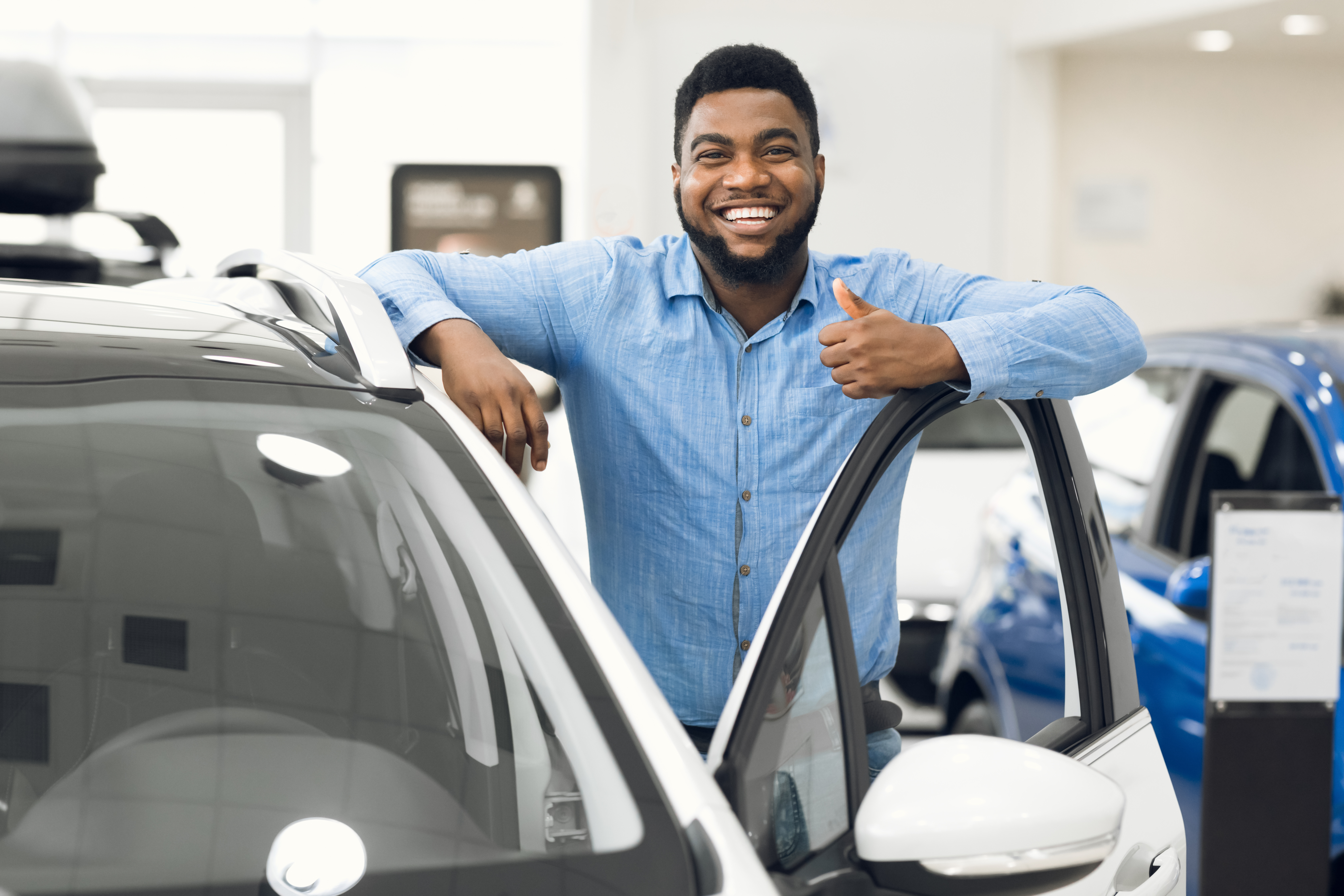 african-man-gesturing-thumbs-up-approving-automobi-SHR6NRY-1