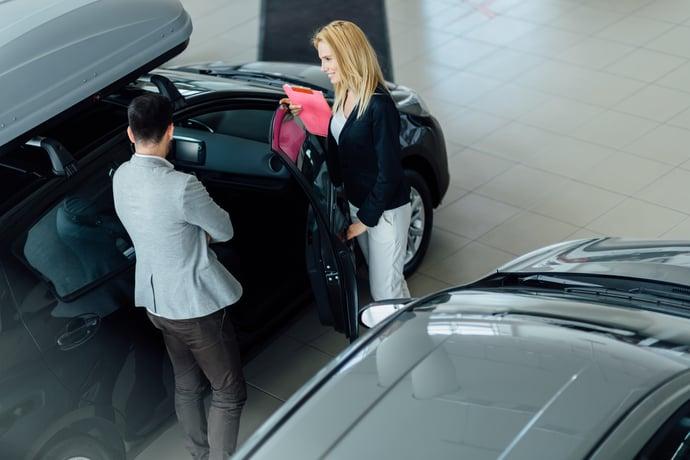 customer-looking-at-cars-at-dealership-5R2FP5Z