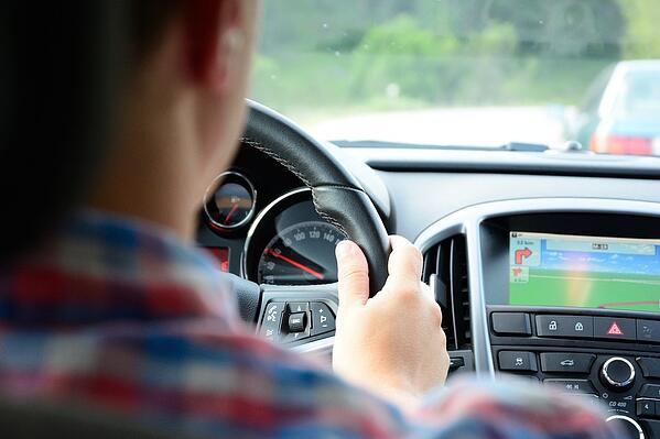 driving-562613_960_720