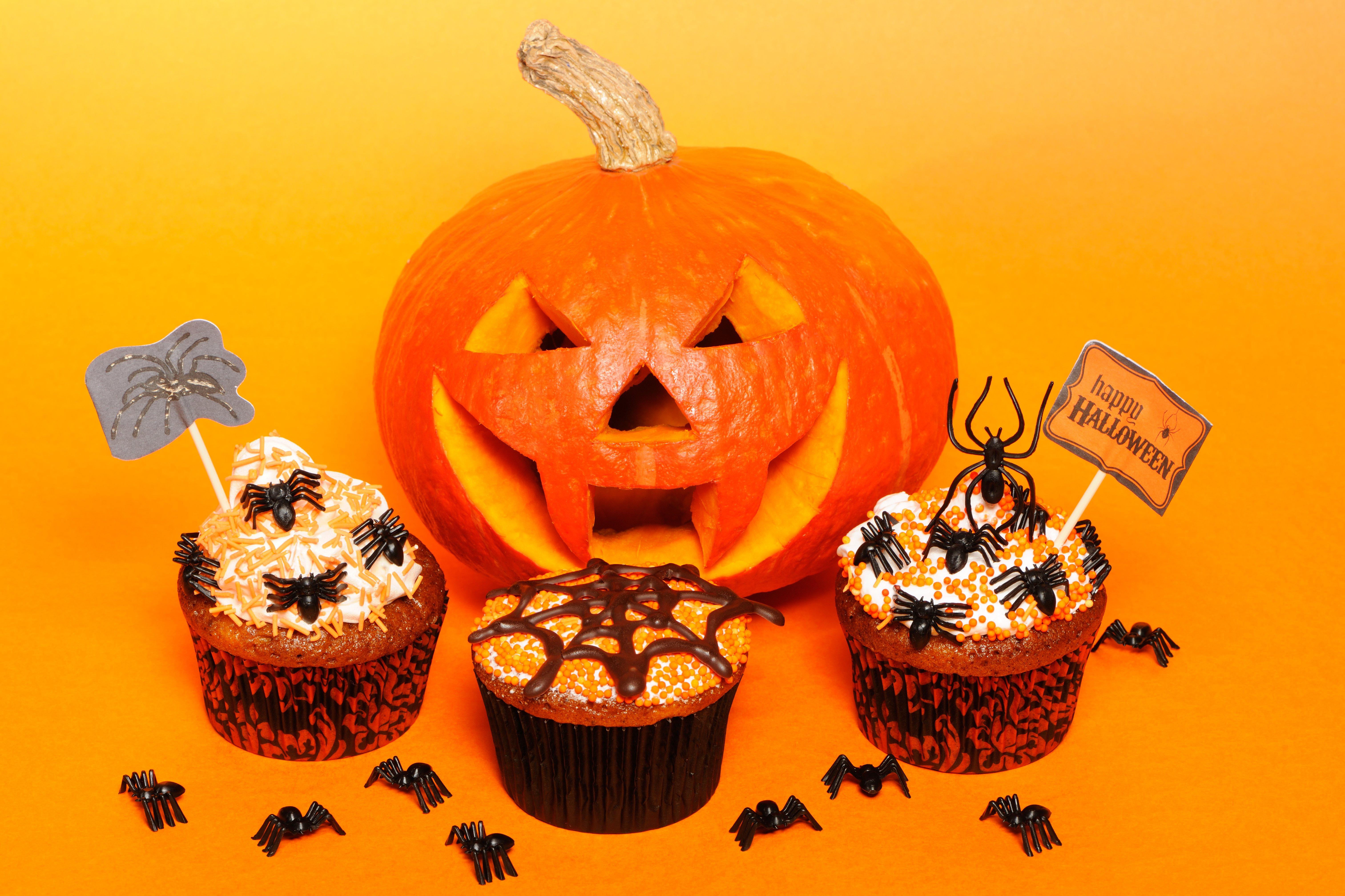 halloween-cupcakes-PTGB8E7
